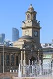 Gare ferroviaire de tour d'horloge à Moscou Images stock