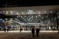 Gare ferroviaire principale de Vienne - soirée Photographie stock