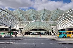 Gare hace el ferrocarril de Oriente en Lisboa foto de archivo