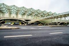 Gare hace Oriente o la estación de Lisboa Oriente, uno de ejes intermodales portugueses del transporte Foto de archivo libre de regalías