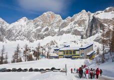 Gare inférieure de levage au glacier de Dachstein. Photographie stock libre de droits