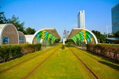 Gare routière économiseuse d'énergie verte (système urbain de transport en commun) Image libre de droits