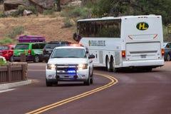 Garez la délivrance se précipitant au randonneur blessé en Zion National Park Photos stock