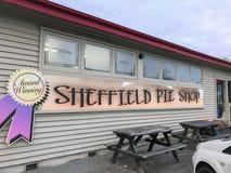 garez la voiture chez Sheffield Pie Shop pour des achats de boulangerie à Cantorbéry Nouvelle-Zélande image libre de droits