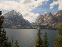 Garganta da cascata e lago jenny Fotos de Stock Royalty Free