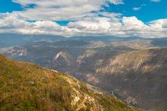 Garganta de Sonche perto da cidade do Peru de Chachapoyas foto de stock