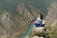 Garganta de Sulak em Daguestão, um do mais profundos no mundo foto de stock