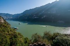 Garganta de Yiling el río Yangzi Three Gorges Dengying Imagen de archivo