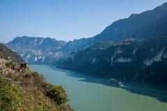 Garganta de Yiling el río Yangzi Three Gorges Dengying Imagenes de archivo