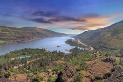 Garganta del río Columbia de Rowena Crest en la puesta del sol imagen de archivo libre de regalías