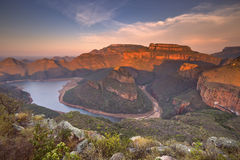 Garganta do rio de Blyde em África do Sul no por do sol fotos de stock