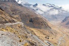 Garganta do vale do cume das montanhas que caminha a fuga de viagem, Cordiller Imagem de Stock Royalty Free