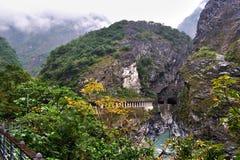Garganta escénica de Taroko con un túnel Foto de archivo libre de regalías