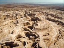 Garganta no deserto Midbar Yehuda de Judean no Mar Morto, Israel Fundo da terra sem-vida no deserto na margem oeste imagens de stock