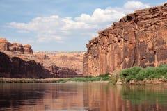 Garganta vermelha e o rio de Colorado Fotografia de Stock