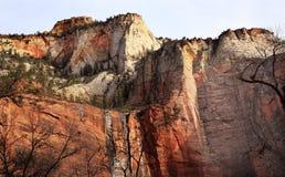 Garganta vermelha Utá de Zion da parede da rocha de Sinawava do templo Foto de Stock