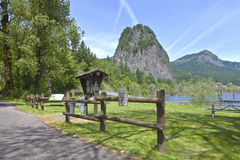 Garganta WA del río Columbia de la roca del faro. Foto de archivo