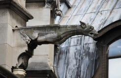 Gargouille dans l'église de l'Auxerrois de St Germain image libre de droits