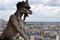 Gargouille sur Notre Dame de Paris Photo libre de droits