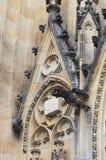 Gargouilles dans St Vitus Cathedral à Prague Photo stock