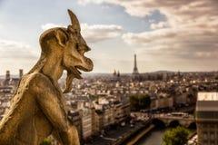 Gargoyle en Notre Dame en París Imagenes de archivo