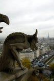 Gargoylen och Eiffel turnerar Royaltyfria Foton