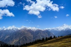 Garhwal område av berg i Uttarakhand, Indien royaltyfri bild