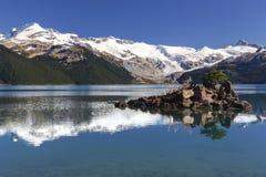Garibaldi Blue Lake Snowy Mountains landskap British Columbia Kanada royaltyfri bild