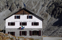 Garibaldi Hut - berggrupp av Adamello - Italien Royaltyfri Foto