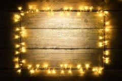 Garland Lights Wood Frame, Aanstekende Houten Planken, Tekenraad Royalty-vrije Stock Afbeelding