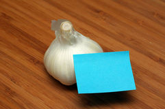 Garlic bulb and sticky note Royalty Free Stock Photo