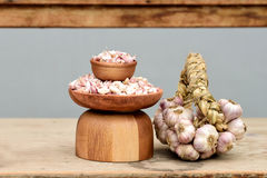 Garlic bulbs and cloves Royalty Free Stock Photography