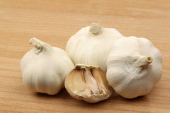 Garlic bulbs on a wooden tray Royalty Free Stock Photography