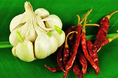 Garlic and Cayenne pepper on a banana leaf Royalty Free Stock Photos