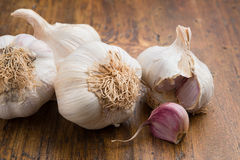 Garlic with cut clove Royalty Free Stock Photography