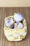 Garlic heads in wicker basket Royalty Free Stock Images