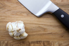 Garlic and Knife Royalty Free Stock Photos