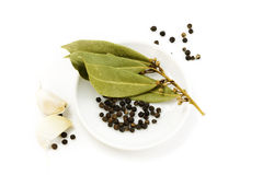 Garlic, peppercorn and bay leaf Royalty Free Stock Photography