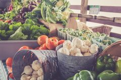 Free Garlic, Peppers And Tomatoes For Sale In Baskets At The Farmer`s Market For Fall Harvest Royalty Free Stock Photography - 128784717