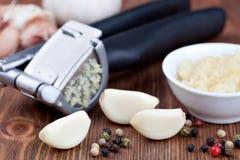 Garlic press and garlic Royalty Free Stock Photography