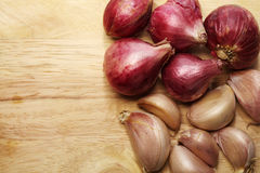 Garlic and spoon on Chopping Block Royalty Free Stock Image