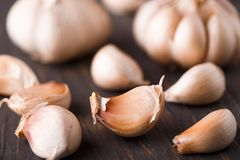 Garlic on a table Royalty Free Stock Photography