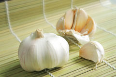 Garlic on Weaved Bamboo - Healthy Herb Royalty Free Stock Photography