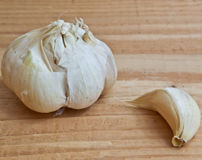 Garlic on wood close up Royalty Free Stock Images