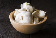 Garlic in the wooden table Royalty Free Stock Photography