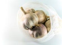 Garlics στο άσπρο υπόβαθρο, συστατικό τροφίμων Στοκ Φωτογραφία