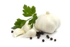 Garlics con pimienta negra y perejil imágenes de archivo libres de regalías