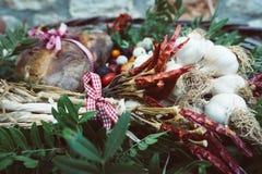 Garlics, torkade peppar och andra näringar fotografering för bildbyråer