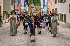 Garmisch Partenkirchen Niemcy, Sierpień 12 -, 2017: historyczny bavarian widowisko w starym miasteczku Garmisch-Partenkirchen na  obrazy stock