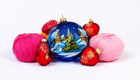 Garn- und Weihnachtsdekorationen lizenzfreie stockbilder